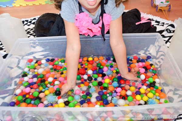 water sensory bin for toddlers and preschoolers