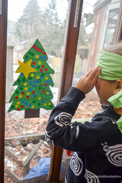 PIN THE STAR ON THE XMAS TREE 8