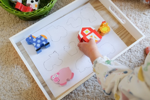 Farm animals toy outline matching