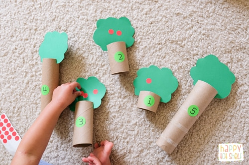 Apples theme counting activity for toddlers