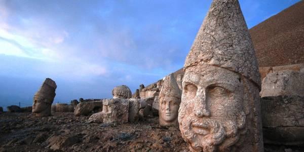 Статуи на горе Немрут-Даг