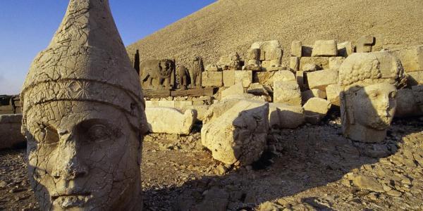 Каменные изваяния на горе Немрут-Даг