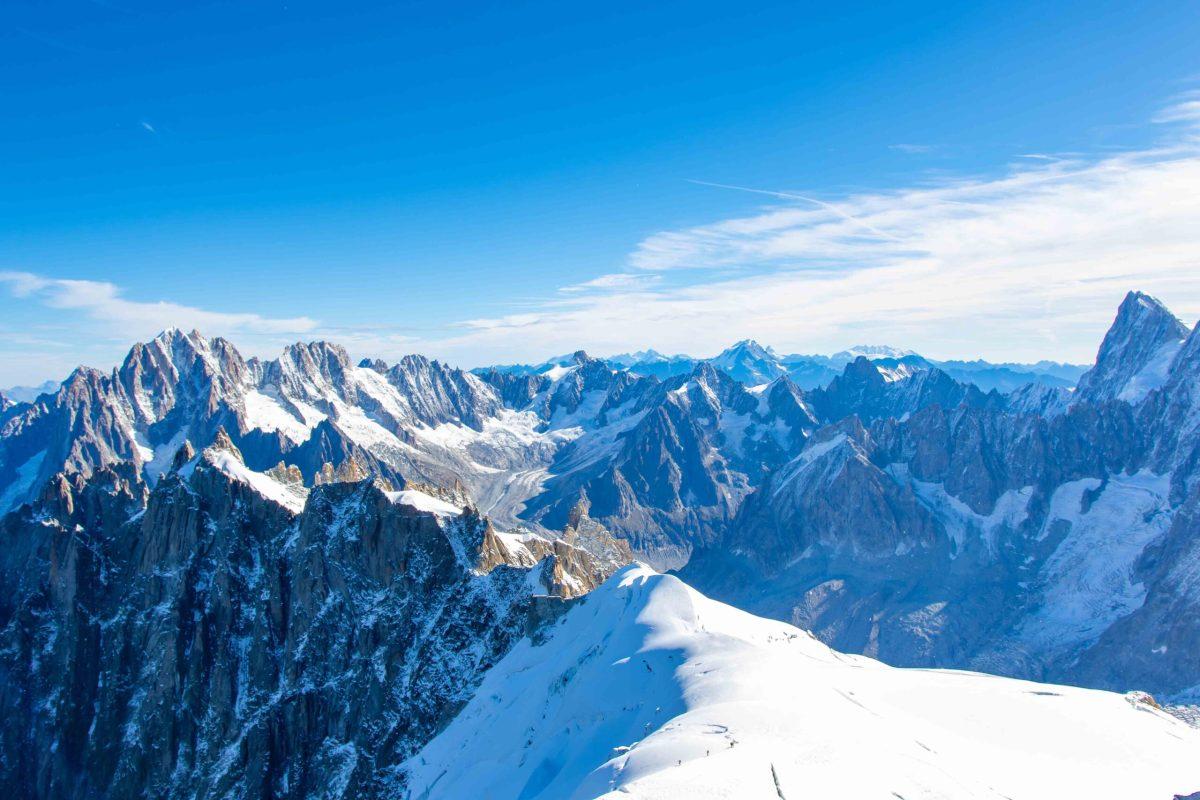 https://i0.wp.com/happytracks.ch/wp-content/uploads/2020/11/Mont-Blanc-Massif-scaled.jpg?fit=1200%2C800&ssl=1