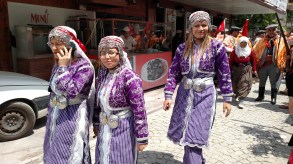 Nomad women in traditional dress