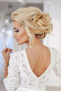 Winter Wedding Hair Guide: Tips And Examples | HappyWedd.com