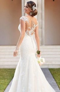 39 Button Back Wedding Dresses That Impress