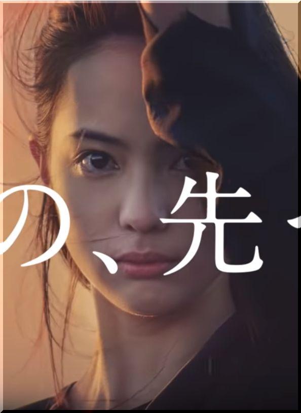 【国際ファッション専門職大学CM】桟橋で赤い煙を振りまく女優は誰?