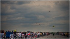 Mehr als 1400 Luftballons steigen in den Himmel über dem Tempelhofer Flughafen - Foto: h|b