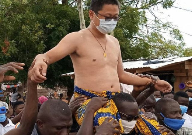 A Chinese man made chief in Ghana