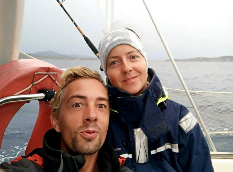 Sailing couple on a sailboat - Harba Blog