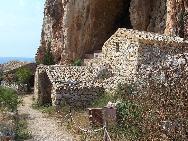 Grotta_Mangia_pane_-_panoramio_(23)