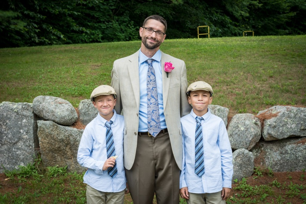 hardy-farm-maine-wedding-groomfamphoto