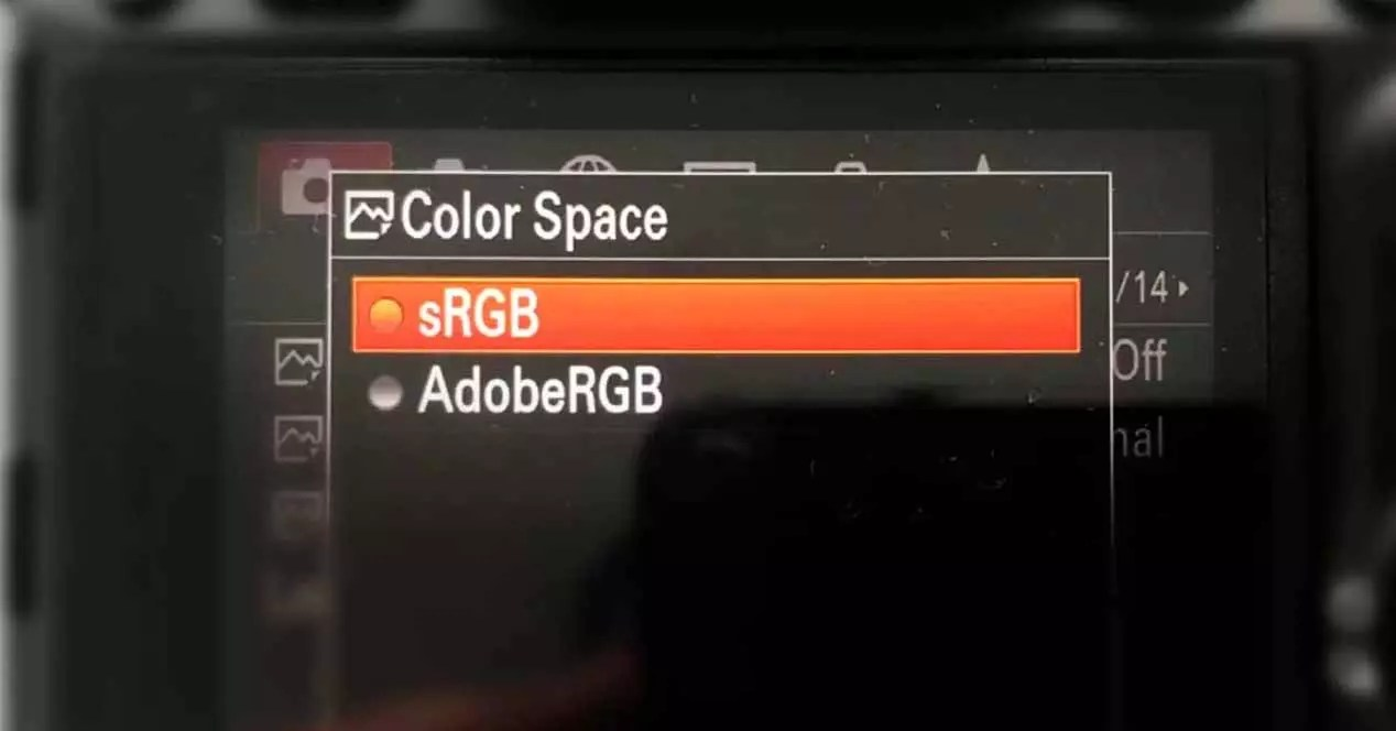 Difference between sRGB vs Adobe RGB color space - iGamesNews