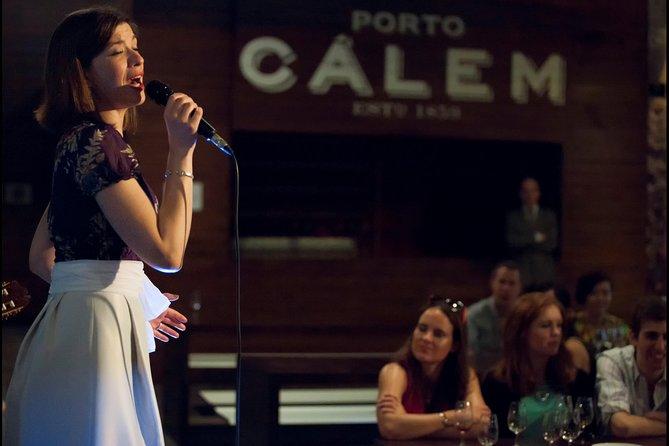 Show de fado em adegas de Porto Cálem, incluindo degustação de vinhos e visita, Oporto - PORTUGAL