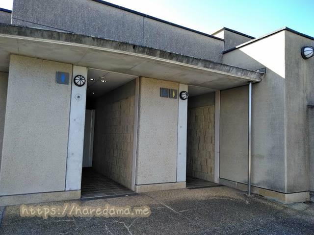 一般駐車場側 トイレ全景