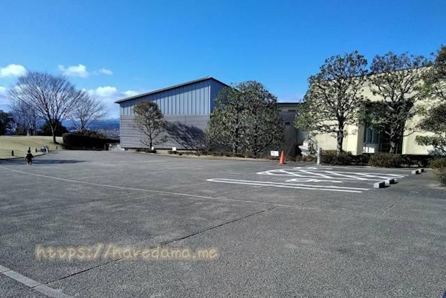 大分市美術館 身障者用駐車場スペース