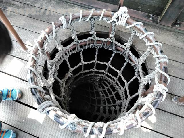 ロープのトンネル