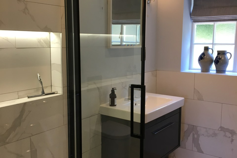 Oak House guest ensuite
