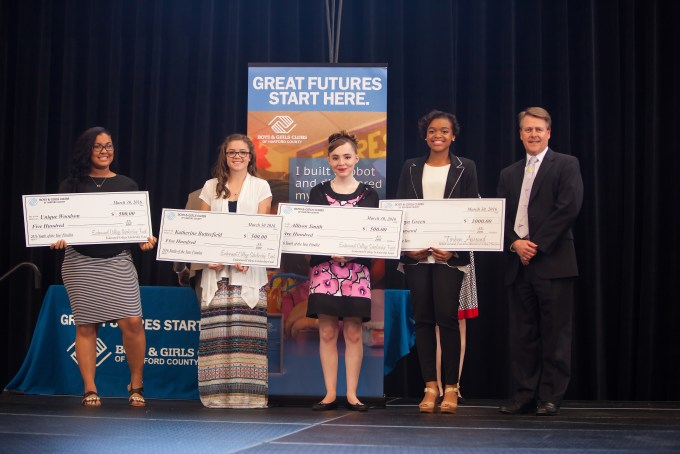 Kurt Umbarger, long-time supporter of the Club Endowment Fund, which is reserved for youth scholarships, (left) shown with 2016 Youth of the Year winner, A'maya Green, and finalists Allison Smith, Katherine Butterfield, and Unique Woodson all holding their $500 scholarships.