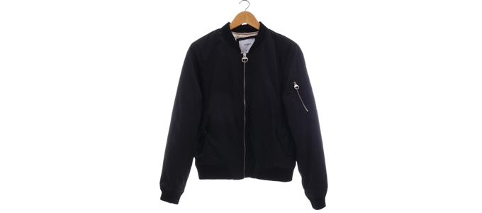 Pull and Bear Bomber Jacket (sumber: tinkerlust)