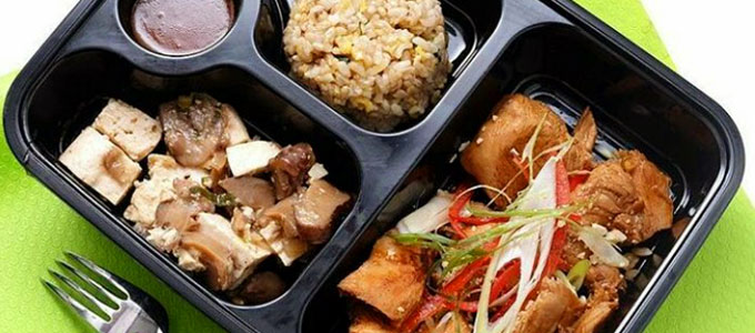 Menu lunch box nasi bento (sumber: Tokopedia)
