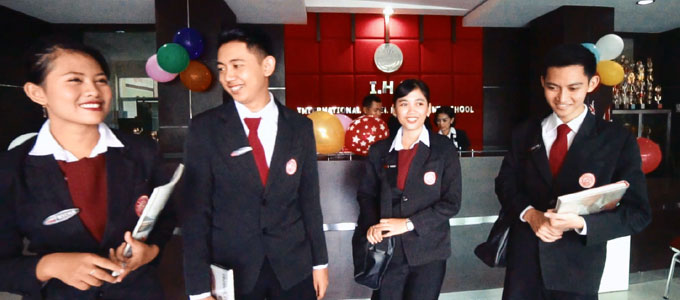 Mahasiswa International Hotel School Solo (sumber: ihs-indonesia.com)