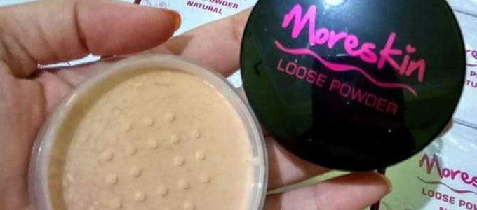 Moreskin Loose Powder Ivory (sumber: medium.com)