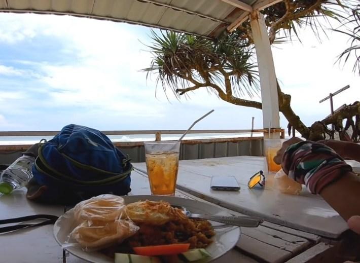 makanan di pantai indrayanti