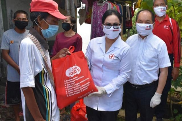 Ary Egahni Salurkan Bantuan PMI Secara Door to Door