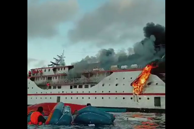 KMP Karya Indah Terbakar Saat Bertolak Dari Pelabuhan Ternate