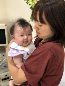 嬉しい瞬間 赤ちゃんを抱っこ
