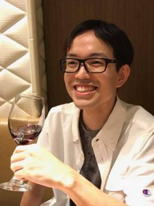鍼道五経会の打上げはグラスワインを楽しむ