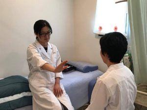望診と脈診の実技風景