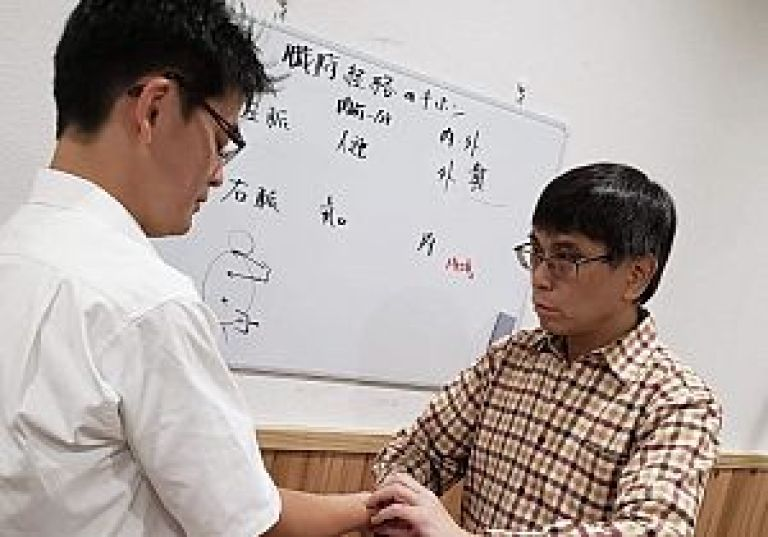 鍼道五経会 東京講座11月の脈診実技風景