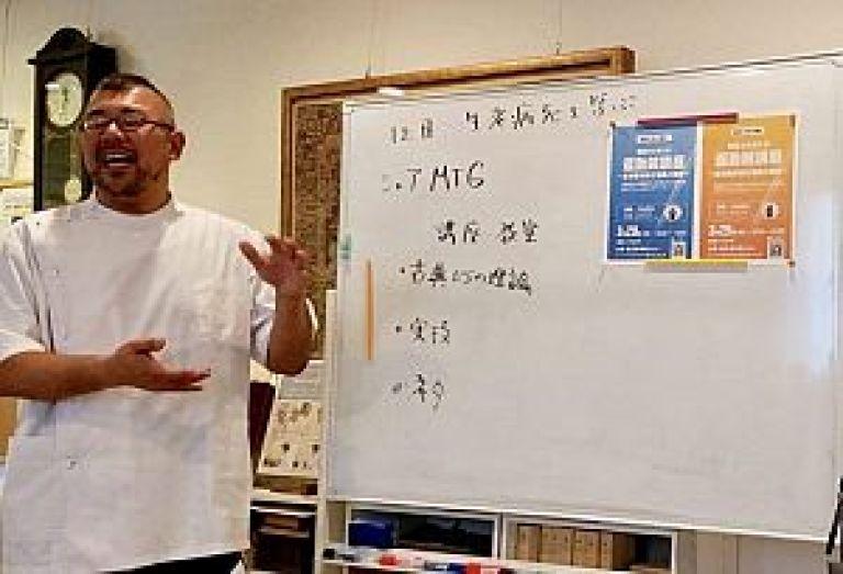 運動鍼について語る川合真也先生