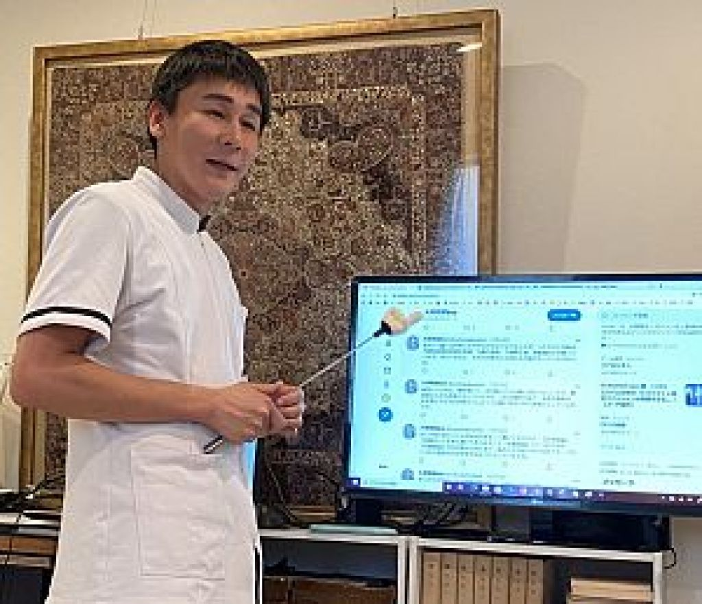 鍼道五経会で発表する南川峻英先生