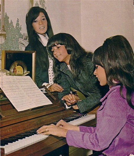Ronettes in their Harlem NY apartment 1966_L to R Estelle Bennett_Nedra Talley_ Ronnie Bennett Spector at piano_Credit Photographer Kevin .JPG