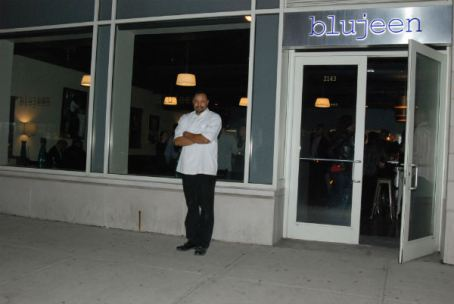 Chef-Lance-Knowling-in-front-of-Blujeen-Restaurant