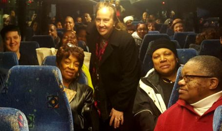 Brewer greets Manhattan public housing residents and leaders traveling to Albany this morning
