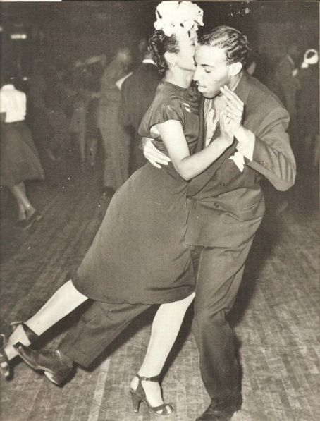 lindy-hop-dancers-at-the-savoy