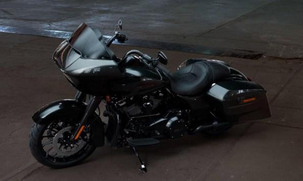 Motocykel Harley-Davidson touring Road Glide Special 114 farba Silver Flux/ Black Fuse