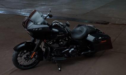 Motocykel Harley-Davidson touring Road Glide Special 114 farba Vivid Black