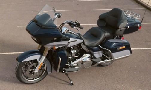 Motocykel Harley-Davidson touring Road Glide Ultra 114 farba Midnight Blue/ Barracuda Silver