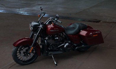 Motocykel Harley-Davidson Touring Road King Special 114 farba Twisted-Cherry