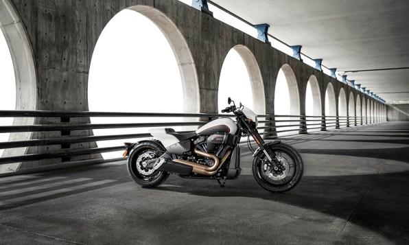 Motocykel Harley-Davidson Softail FXDR 114