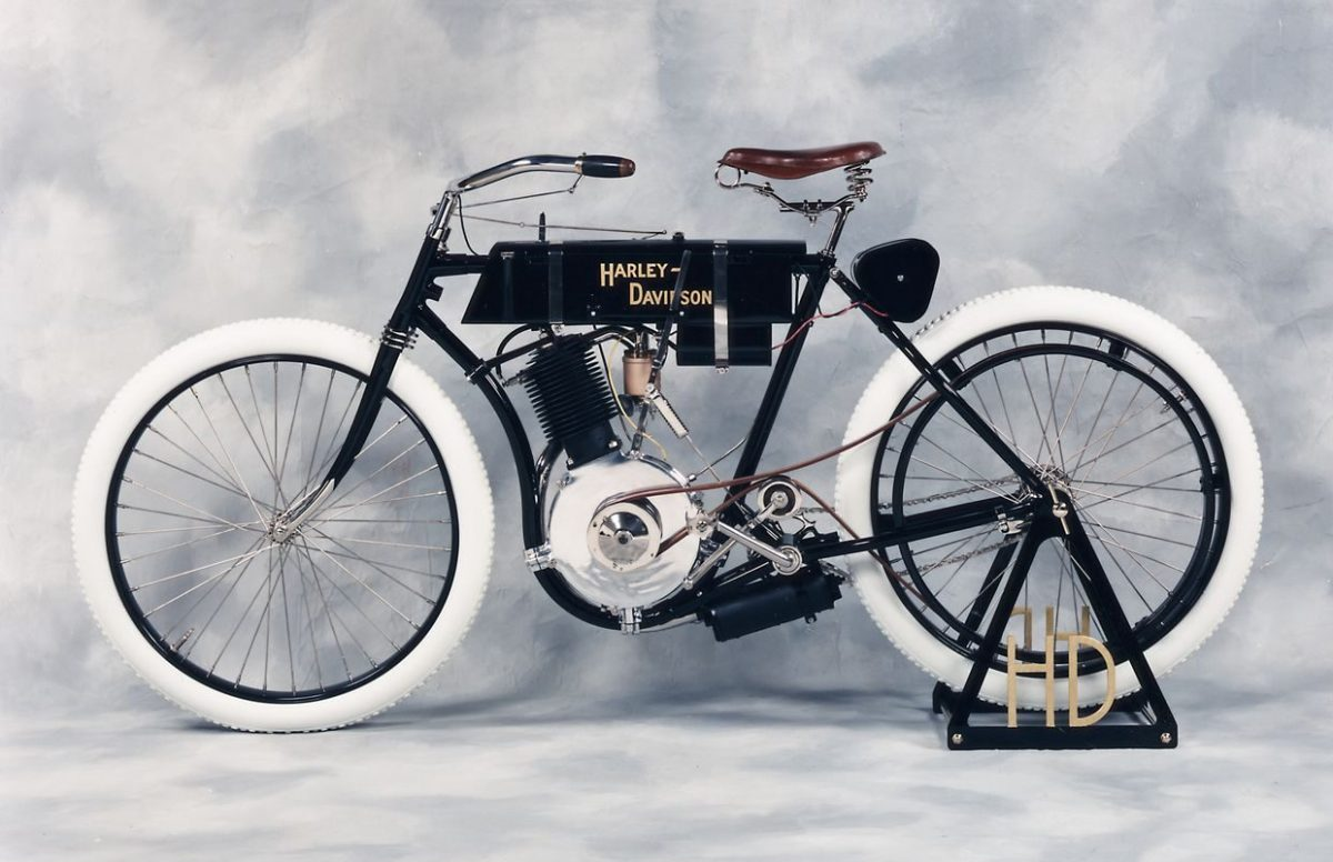 Harley-Davidson-bike-1900