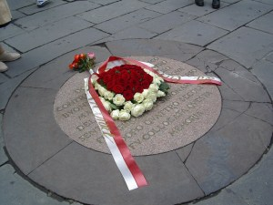 Roses laid to commemorate the execution