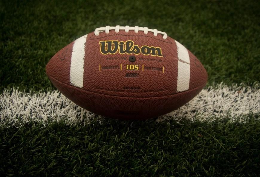 https://www.pexels.com/photo/american-sports-4198/