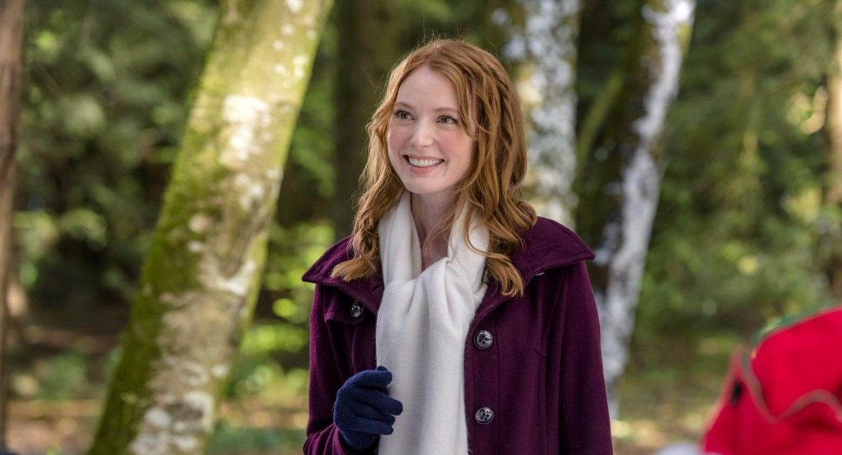 "Exclusive: An Interview With Alicia Witt From Hallmark Channel's ""The Mistletoe Inn"""