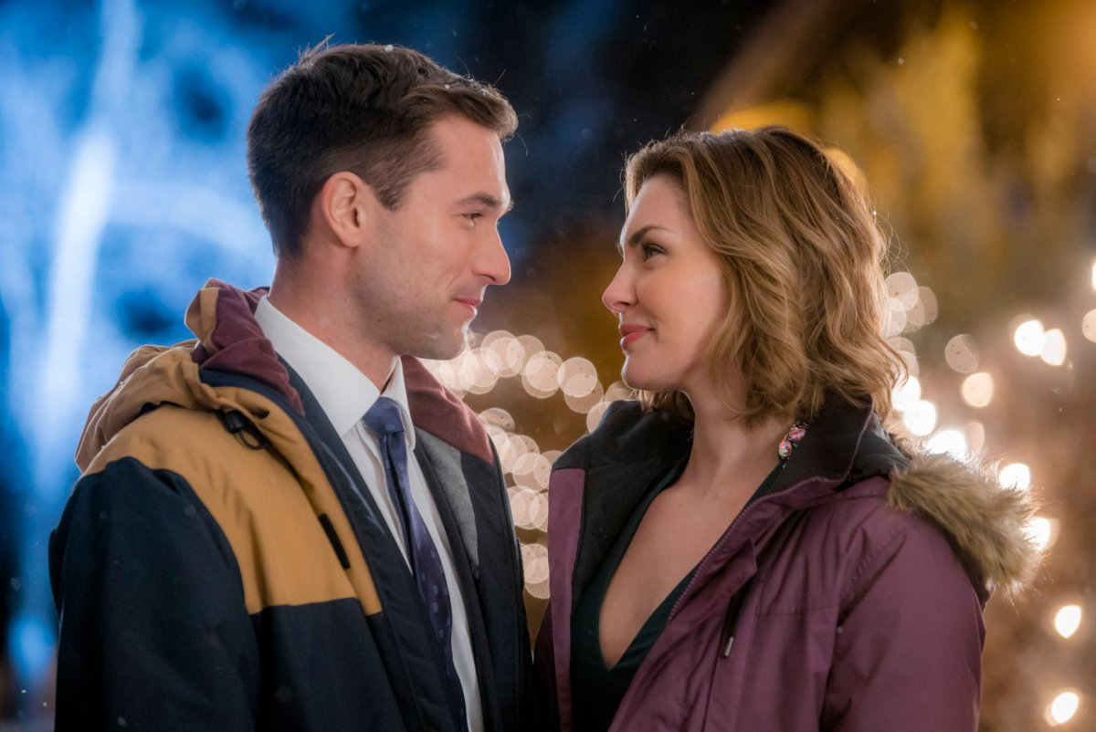 "Preview: ""One Winter Weekend"" A Hallmark Channel Winterfest Original Movie"